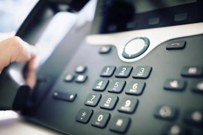 7 funciones de teléfonos VoIP para empresas que facilitarán tu trabajo