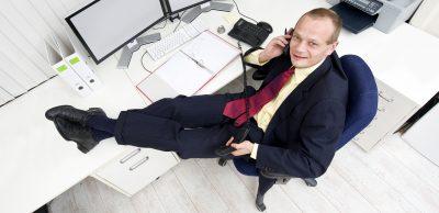 ¿En qué se diferencia VoIP del servicio telefónico regular?