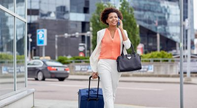 Cómo mantenerte conectado viajando con VoIP